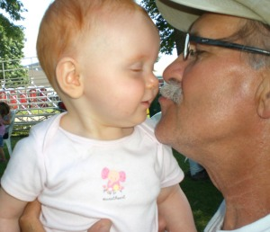 giving-papa-a-kiss