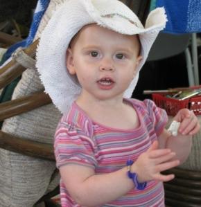 2-belle in hat